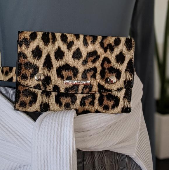 Vince Camuto Handbags - Vince Camuto Belt Bag